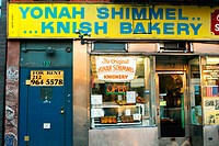 Yonah Schimmel's Knish Bakery. New York City, USA