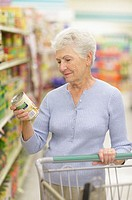 Woman reading can label in store (thumbnail)