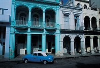 La Havana, colonial house and old american car