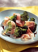 crunchy sauteed broccoli with parma ham and balsamic vinegar (topic : broccolis)