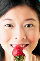Woman eating strawberry (thumbnail)