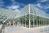 Columbia-University´s-Biosphere-2-tour-group-Oracle,-Arizona