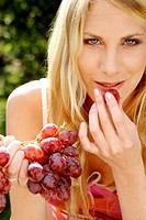 Woman eating grapes (thumbnail)