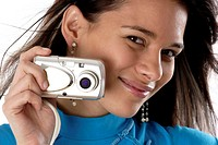 Woman holding a camera (thumbnail)