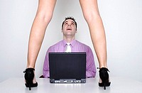 Businessman looking at a pair of sexy legs (thumbnail)