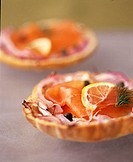 Tartlets filled with smoked salmon