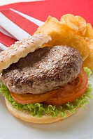 Hamburger with potato crisps