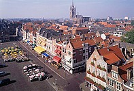 view on marketsquare in delft