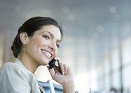 Woman using cell phone, smiling (thumbnail)