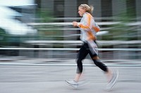 A young athletic woman, 15-20 20-25 25-30 years old, blond, sporty, running, jogging (thumbnail)