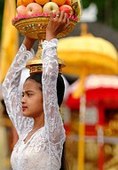 balinese girl carrying offerings in ceremony