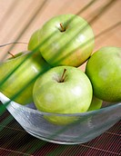 Green apples in bowl, close-up