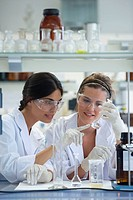 Polytechnic School, University of the Basque Country, Donostia, Gipuzkoa, Basque Country. Students, Lab of Chemical Industry and Electrochemical Engin...