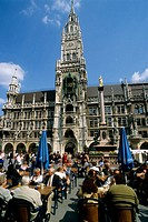 Germany, Bavaria, Munich, Marienplatz, New Town Hall, cafes
