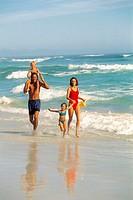 Family, bath clothing, beach, running   Family lives, summer vacation, vacation, vacation, summer vacation, parents, children, daughter, son, shoulder...
