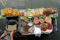 Thailand, Bangkok, roadside, Garküchen, woman, detail, hands,  Meal, prepares, from above Asia, booth, Imbisstand, sale, food,  , snack, meal, meal, g...