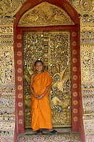 Laos, Luang Prabang, wade Xieng Thong,  Gate, novice, smiling  Asia, southeast Asia, rear India, temples, Stupa, door, Walls, sculpture, sculptor art,...
