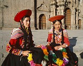 Peru, Cuzco, Indio-Frauen,  Folklore clothing, headgears,  South America, Andes highland, natives, women,  Native Americans, Peruvians, clothing, shou...