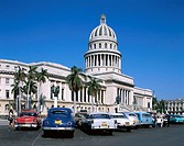 Cuba, Havanna, Capitolio,  Parking place, old-timers, passer-bys  Central America, buildings, construction, Capitol, splendor construction, facade, li...