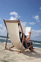 Beach, deck chair, man, reading, book, view from behind, sea, summer,  Vacation, summer vacation, 30-40 years, leisure time, hobby, , deep, literature...