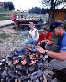 family, picnic, barbecue, barbecue, fire, fireplace, food, meat, sausages, spare time, summer, excursion, Vue des Alpe