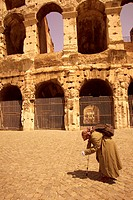 Italy, Rome, coliseum, detail,   Forecourt, beggar, going, on the side,   Piazza Del Colosseo, Colosseo, construction, ruin, amphitheaters, historical...