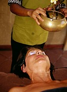 Island Sri Lanka, Ayurveda-Hotel,  Employed, detail, peel, forehead casting,  Female patient, Ayurvedabehandlung, portrait,  Tourism, Ayurveda, of cor...