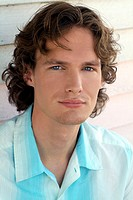 Man, young, gaze camera, portrait,    20-30 years, brown-haired, curls, shirt, balance, blue-white waiting, patience, kindly, Lifestyle summery outsid...