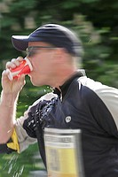 Marathon runners, umbrella cap, glasses,   running, drinks, half portrait, on the side,  Kinetic blurring, no models release,  Leisure time, hobby, sp...