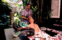 Thailand, Phuket, Banyan Tree spa academy (luxury hotel), head massage in a relaxing flower bath