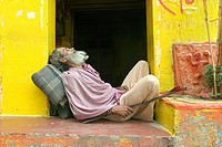 A Saddhu sleeping at the entrance of a temple in Patna, the capital of Bihar, one of the poorest state in India. the temple is located alongside the s...