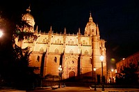 Night view of old and new cathedrals, Salamanca. Castilla-León, Spain
