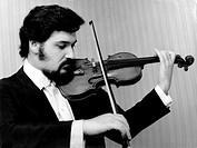 Zukerman, Pinchas, * 16 7 1948, israel Geiger und Dirigent, Halbfigur, 1970er Jahre, Geige spielend, Musiker, Musik, Zuckerman, Zuckermann, Zukermann,
