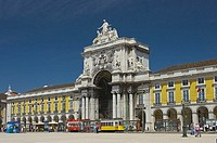 Portugal, Lisbon, place Praca de Comércio, triumph-bow, passers-by, Europe, Western Europe, Iberian peninsula, city, capital, city, sight, destination...