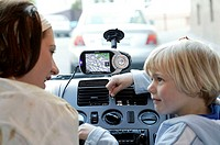 Mother, child, Autofahren, navigation-system, car, vehicle, private car, indoors, woman, motorist, windscreen, mounting, navigation-appliance, mobile,...