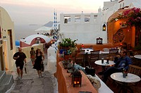 Greece, Kykladen, island Santorin, Oia, alley, restaurant, tourists, twilight, Europe, Mediterranean-island, coast-region, city, buildings, architectu...