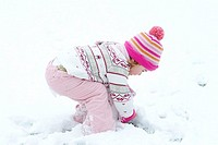 Child, girls, winter-clothing, bends down, plays, snow, side-opinion, winters, people, toddler, 2-4 years, cap, rope-cap, headgear, scarf, gloves, sno...