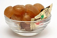 Ginseng sweets in a small glass bowl