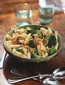 Pasta with broccoli, garlic and walnuts