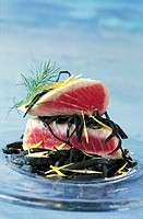 choice tuna steak with sea spaghetti topic: seaweed