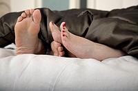 Senior couple´s feet beneath blankets