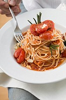 Spaghetti with tomatoes, goat´s cheese and rosemary