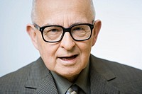 Senior man wearing glasses, portrait
