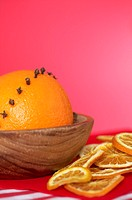 Oranges with cloves and orange slices