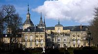 Palacio Real de la Granja de San Ildefonso. El nombre proviene de una antigua granja que poseian los monjes Jerónimos. Ha sido lugar de residencia de ...