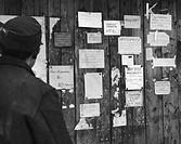 SG hist , Ereignisse, Nachkriegszeit, Schwarzmarkt, Angebote für Zigaretten an einer Wand, circa 1947, Zigarettenwährung, Schwarzes Brett, Deutschland...