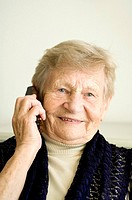 Senior woman talking on the mobile phone (thumbnail)