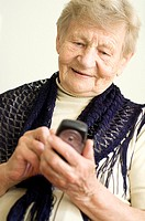 Senior woman text messaging on the mobile phone (thumbnail)