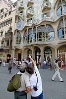 Tourists in front of Casa Batlló art nouveau house by Gaudí, Barcelona. Catalonia, Spain