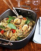 Linguine with clams and basil